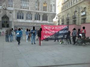 Concentración contra la detención de compañeros anarquistas.